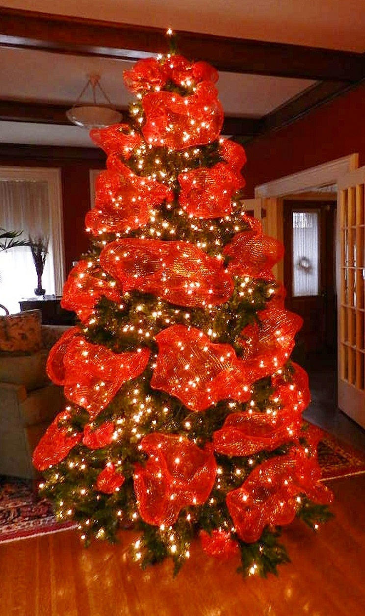 Decorated Christmas Tree Pictures With Ribbon : Decorating our victorian home the christmas tree bite